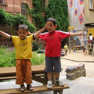 Balancierende Kinder